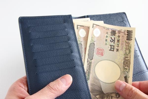 万札の入ったお財布