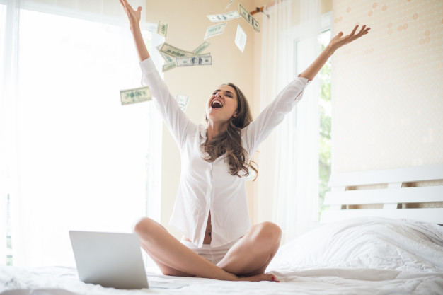 オンラインゲームでお金を稼いだ女性