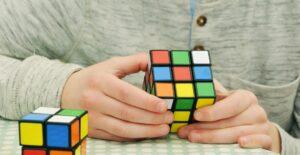 頭を使うゲーム ルービックキューブ